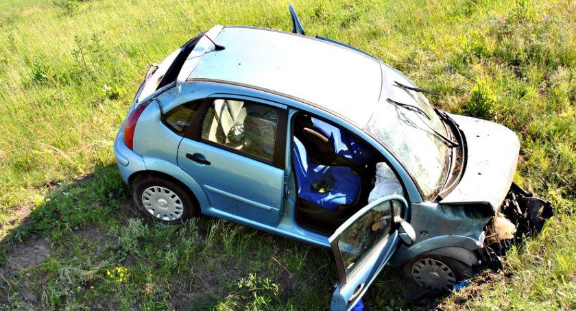 wypadki, Dwoje rannych wypadku wiadukcie - zdjęcie, fotografia