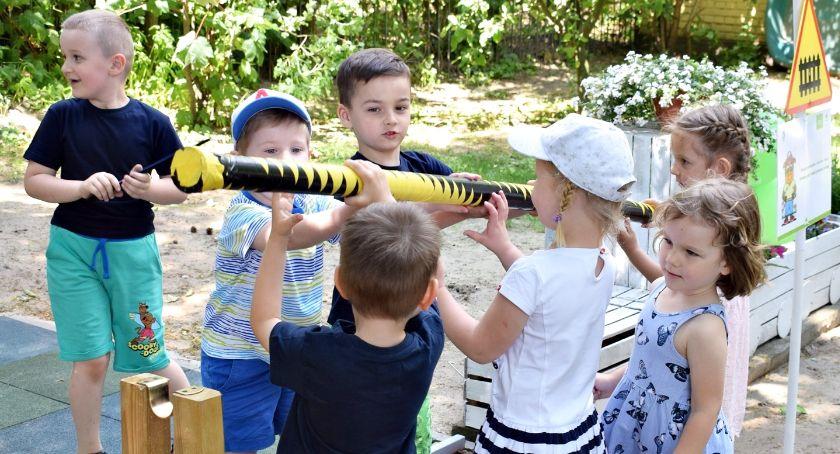 """imprezy przedszkolne, Ścieżka byczka Leszka """"Pod zielonym listkiem"""" - zdjęcie, fotografia"""