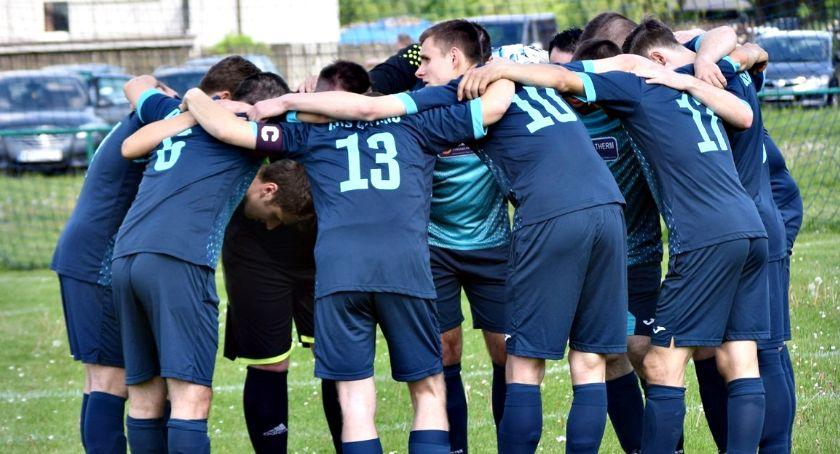 piłka nożna, Finał klasy jednym meczem Gumino kończy sezon zwycięstwem - zdjęcie, fotografia