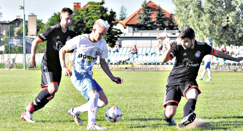 piłka nożna, Ostatnia piłkarska sobota Błękitni Korona wygrywają utrzymują klasę! - zdjęcie, fotografia