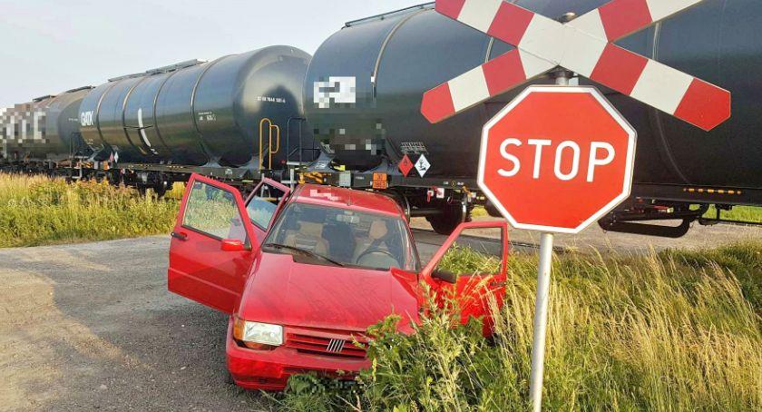 wypadki, Kolizyjny weekend policja apeluje kierowców ostrożność - zdjęcie, fotografia