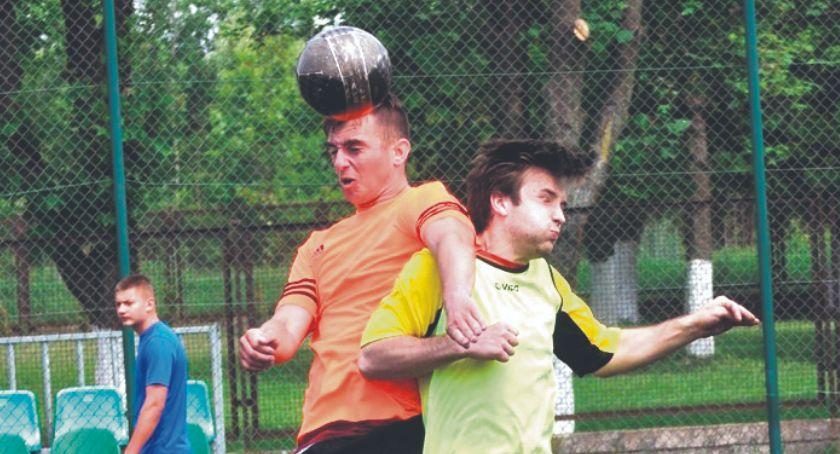 piłka nożna, Druga kolejka szóstek Nowym Mieście - zdjęcie, fotografia