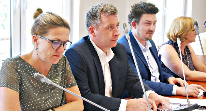 samorząd, Wotum zaufania absolutorium zarządu powiatu - zdjęcie, fotografia