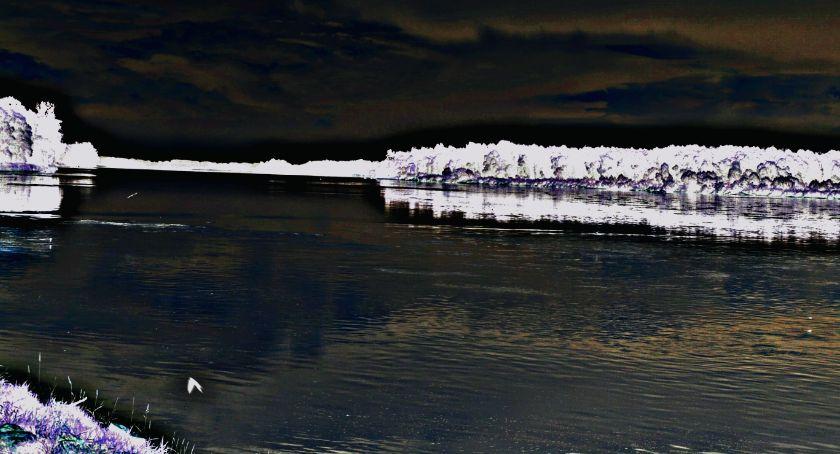 zaginieni, Zwłoki poszukiwanego latka odnaleziono brzegu Wisły - zdjęcie, fotografia