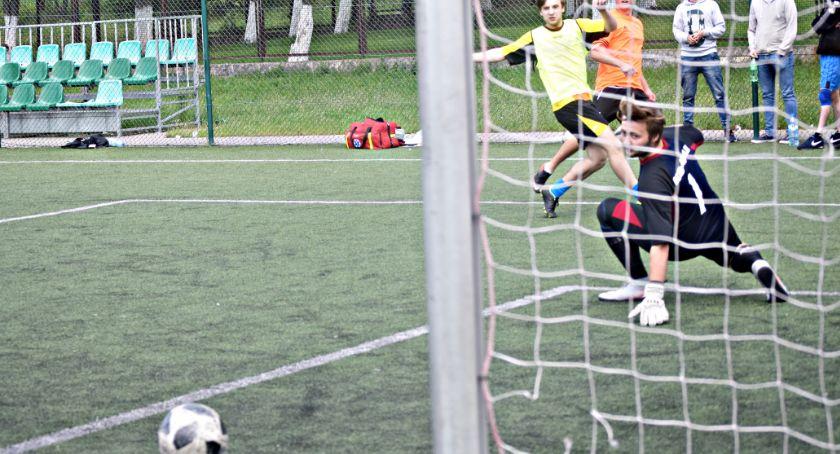 piłka nożna, Przez finałem szóstek Nowym Mieście Estella niemal pewnym tytułem - zdjęcie, fotografia
