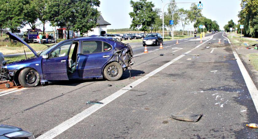 wypadki, Ostatnie drogach uderzył latarnię - zdjęcie, fotografia