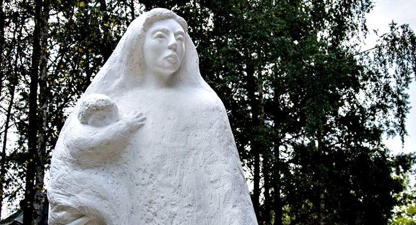 historia, Pomnik Bohaterskich Matek Sybiraczek autorstwa mieszkańców Czerwińska - zdjęcie, fotografia