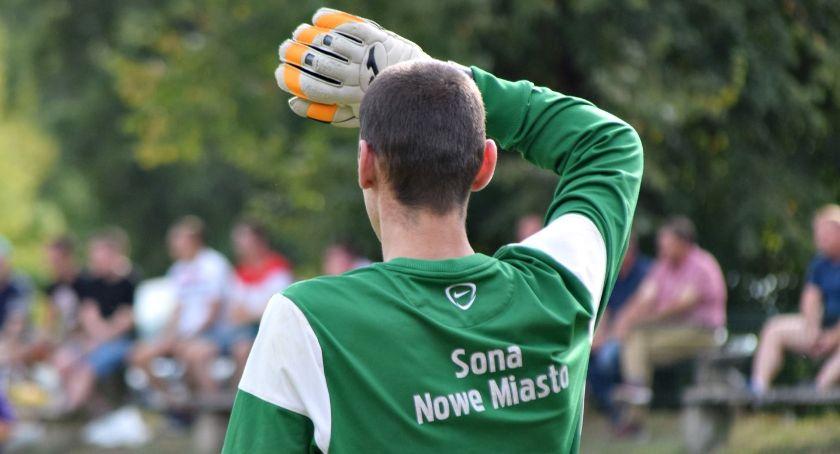 piłka nożna, nadal wypatruje pierwszej wygranej - zdjęcie, fotografia