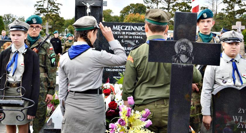 historia, Oddali hołd ofiarom niemieckiego terroru poświęcenie odrestaurowanej mogiły Chociszewie - zdjęcie, fotografia