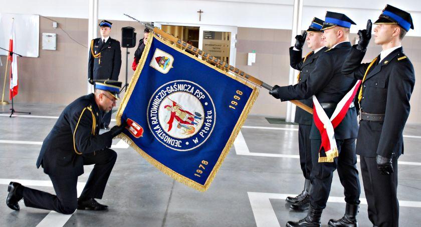 święta/uroczystości, komendant straży pożarnej uroczyście powitany - zdjęcie, fotografia