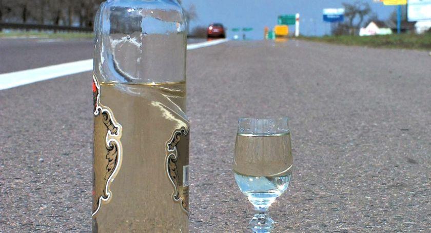 policja na drodze, latka kierowała toyotą mając blisko promila alkoholu - zdjęcie, fotografia