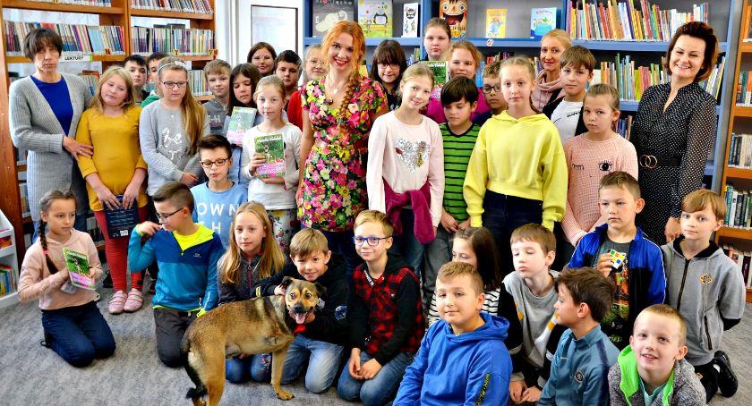 okazjonalne, Niezwykli goście bibliotece - zdjęcie, fotografia