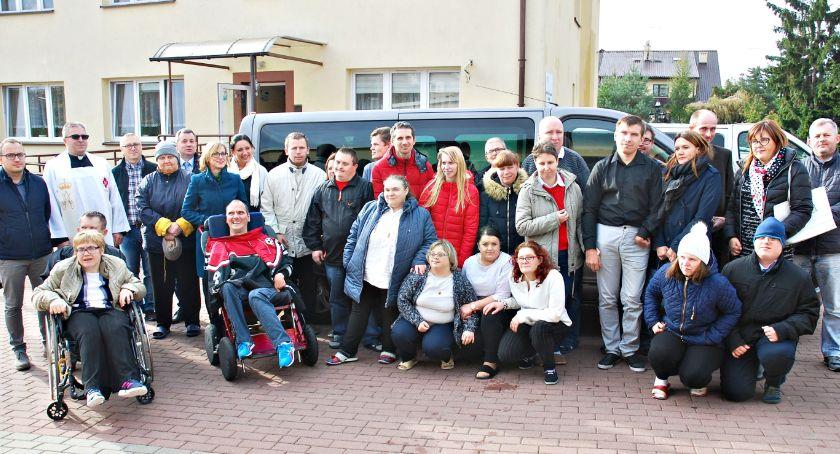 samorząd, Mikrobus niepełnosprawnych - zdjęcie, fotografia