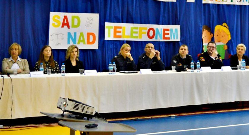 edukacja, Blaski cienie życia telefonem czyli debata profilaktyczna Płońsk - zdjęcie, fotografia