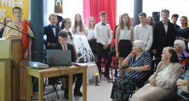 Gimnazjaliści w Domu Seniora z inscenizacją