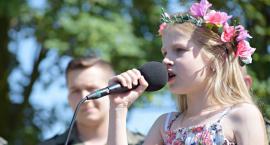 Ziemia Płońska Niepodległej – śpiewa Julia Morawska