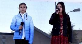 """Ziemia Płońska Niepodległej – """"Pieśń o małym rycerzu"""" śpiewają Łucja Brzeska i Hanna Mikołajczyk"""