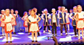 Ziemia Płońska Niepodległej – Lasowiaka tańczą dzieci z Przedszkola nr 3 w Płońsku