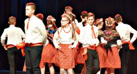 Ziemia Płońska Niepodległej – krakowiaka tańczą uczniowie SP 2 Płońsk
