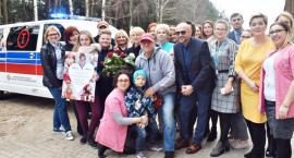 Jerzy Owsiak przywiózł karetkę dla dzieci z ośrodka w Kraszewie Czubakach