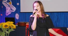Ostatki z piosenką - śpiewają lokalne talenty - Aniela Mańkowska