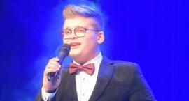 Ostatki z piosenką - śpiewają lokalne talenty - Karol Pisarski