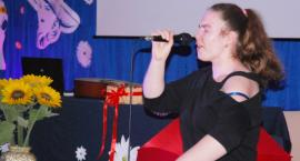 Ostatki z piosenką - śpiewają lokalne talenty - Julka Czyżewska