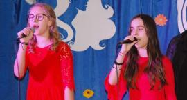 Ostatki z piosenką - śpiewają lokalne talenty - Weronika Melzacka i Zuzia Morawska