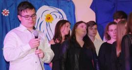 Ostatki z piosenką - śpiewają lokalne talenty - Filip Melzacki