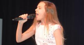 Ostatki z piosenką - śpiewają lokalne talenty - Łucja Brzeska