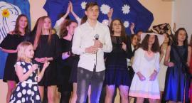Ostatki z piosenką - śpiewają lokalne talenty - Julia Łaszczyk i Dominik Szczypiński