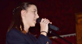 Koncert w Sochocinie - śpiewa Julia Skwarska