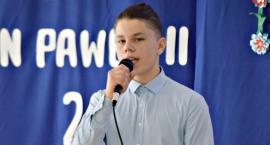 Piosenka obcojęzyczna - śpiewa Karol Betlewicz