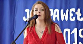 Piosenka obcojęzyczna - śpiewa Adela Malon