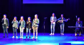 Zaśpiewali w obcych językach - na scenie zespół z SP 3 Płońsk