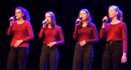 Zaśpiewali w obcych językach - na scenie zespół z SP 2 Płońsk