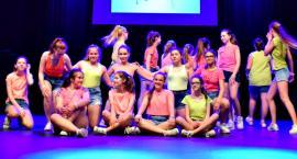 Zaśpiewali w obcych językach - na scenie grupa taneczna SP 2