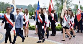 20 lat z Janem Pawłem II w Grodźcu - wejście pocztów sztandarowych