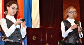 Poetycznie i śpiewająco w GOK - na scenie Weronika Zielińska i Oliwia Małecka