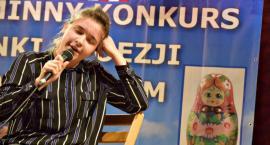 Poetycznie i śpiewająco w GOK - na scenie Patrycja Kopeć