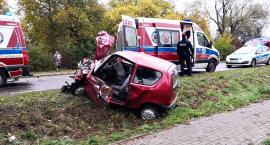 Seicento z ciężarówką - trzy osoby (jedna zabrana śmigłowcem) trafiły do szpitala