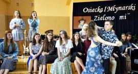 Zielono im... czyli płońscy licealiści lirycznie - i ślicznie - artystycznymi śladami Osieckiej i Młynarskiego