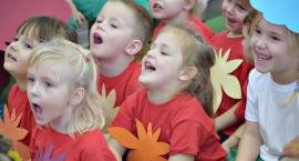 Urokliwe barwy jesienne, czyli przedszkolaki ze śpiewem i tańcem