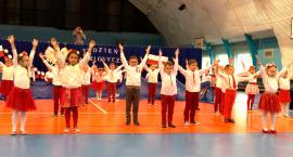Koncertujemy niepodległościowo - przedszkolaki z Sochocina tańczą lasowiaka