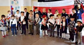 """Koncertujemy niepodległościowo - przedszkolaki z NSP w Nowym Radzikowie i """"Dziś idę walczyć, mamo"""""""