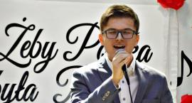 Patriotyczne w Czerwińsku - na scenie Adam Gruda