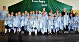 """Konkurs piosenki religijnej w Gralewie - na scenie schola """"Corda Cordi"""""""