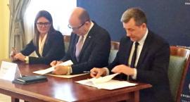 Kasa na drogi - starostowie podpisali umowę