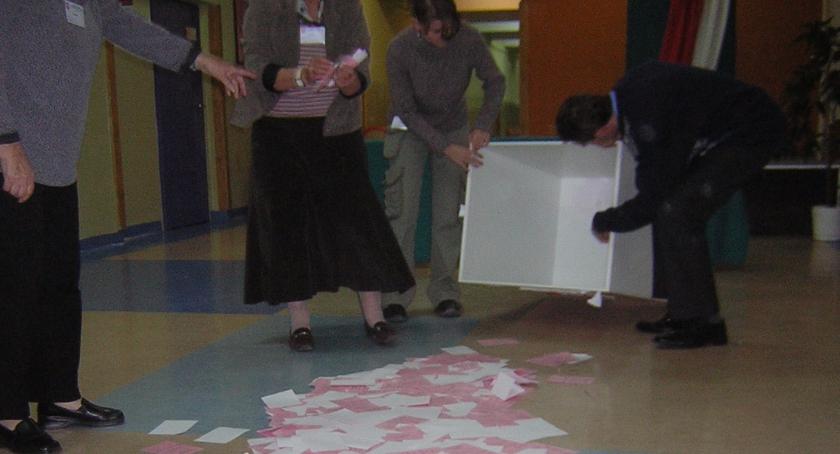polityka, Nabór kandydatów członków komisji referendum - zdjęcie, fotografia