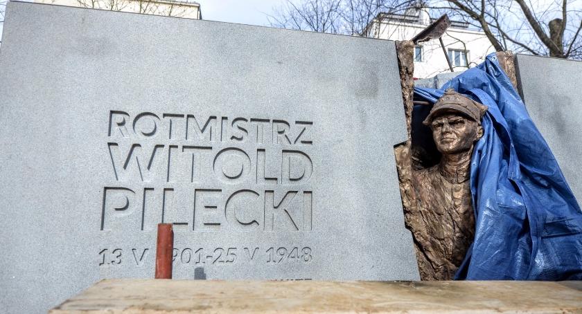 pomniki i ekspozycje, Pomnik rotmistrza Pileckiego gotowy - zdjęcie, fotografia